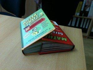 Die Buchseiten sollten sich circa 3 cm überlappen.