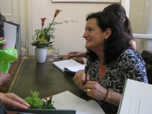 Signierstunde von Francisca Drechsler und Barbara Rohm nach der Buchpräsentation...