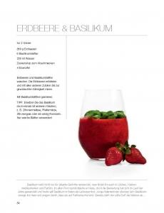 Smoothie mit Basilikum und Erdbeeren, ©Eliq Maranik/Stevali Production