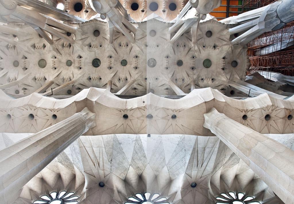 Der faszinierende Innenraum der Sagrada Familia. Er wurde bereits 2010 fertig gestellt.