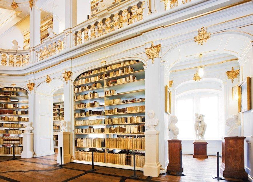 Ein wahrer Rokokotraum - die Herzogin Anna Amalia Bibliothek / © iStockphoto/Nikada