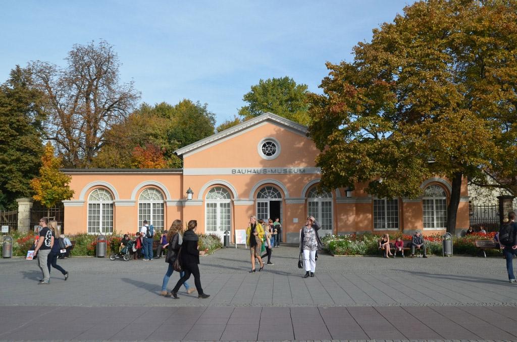 Eines von vielen sehenswerten Museen Weimars: das Bauhausmuseum / Foto: © Torsten Maue, Flickr
