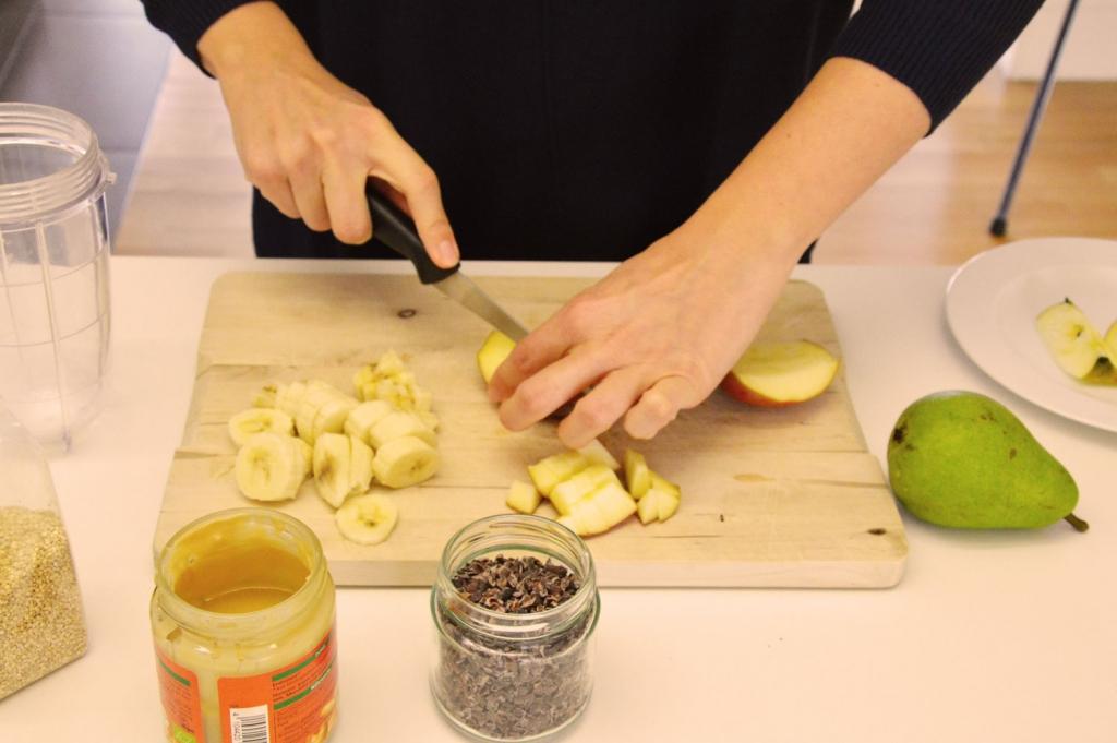 Gesunde Ernährung mit Bananen, Äpfeln und Birnen