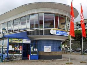 Kultige Strandbar am Rhein: der Rheinpavillon