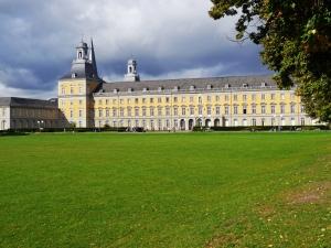 Hauptgebäude der Bonner Universität (ehem. Kurfürstliches Schloss)