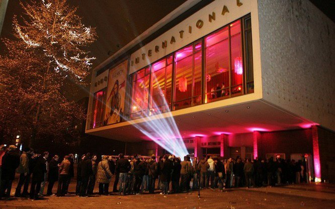 Das Kino wird zur Club-Location: Silvesterparty 2015/2016 im Kino International Berlin / © Event030