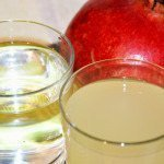 Auf kalorienarme Getränke wie Schorlen und Wasser zurückgreifen