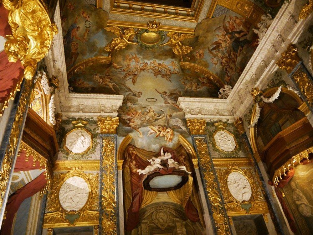 Kunst, Kultur und eine spannende Geschichte: die prunkvolle Kapelle im Schloss Charlottenburg