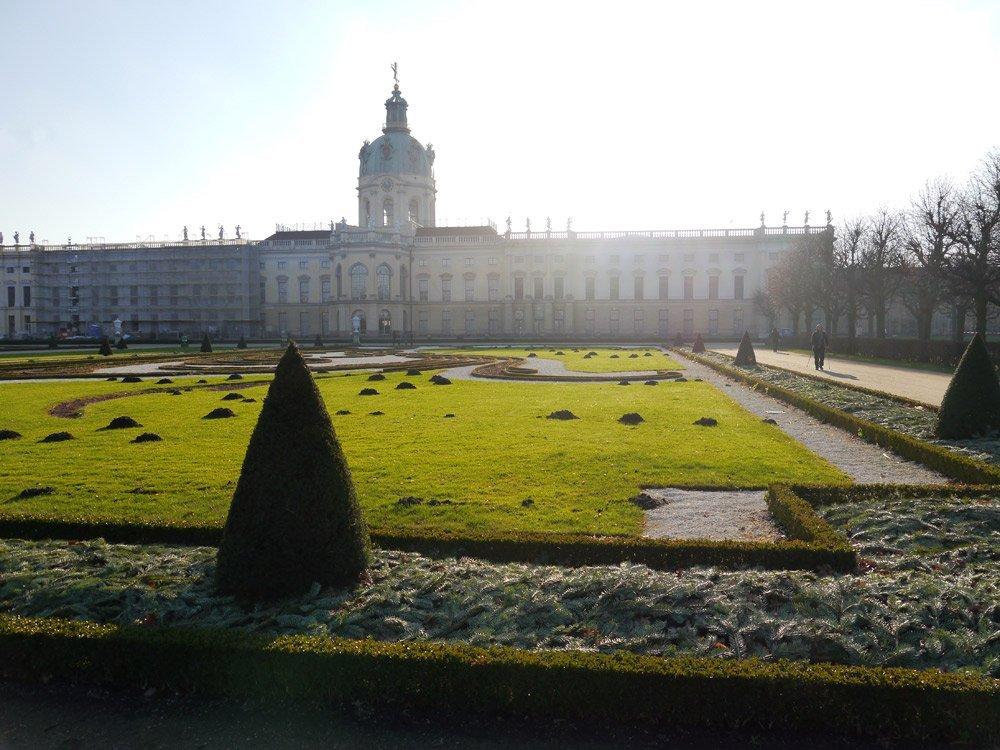 Das ganze Jahr über ein toller Ort zum Spazierengehen: Der Schlosspark mit großem Garten nach barockem Vorbild