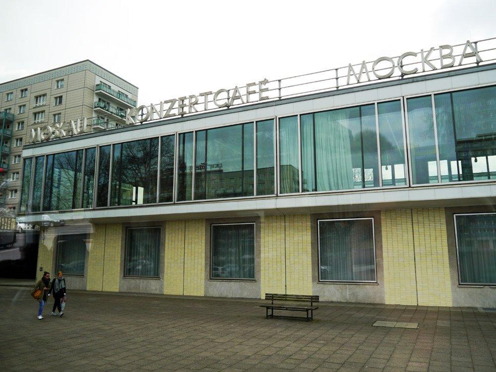 """Dient als Filmkulisse im Film """"Die Bourne Verschwörung"""": Café Moskau in der Karl-Marx-Allee unweit vom Alexanderplatz"""