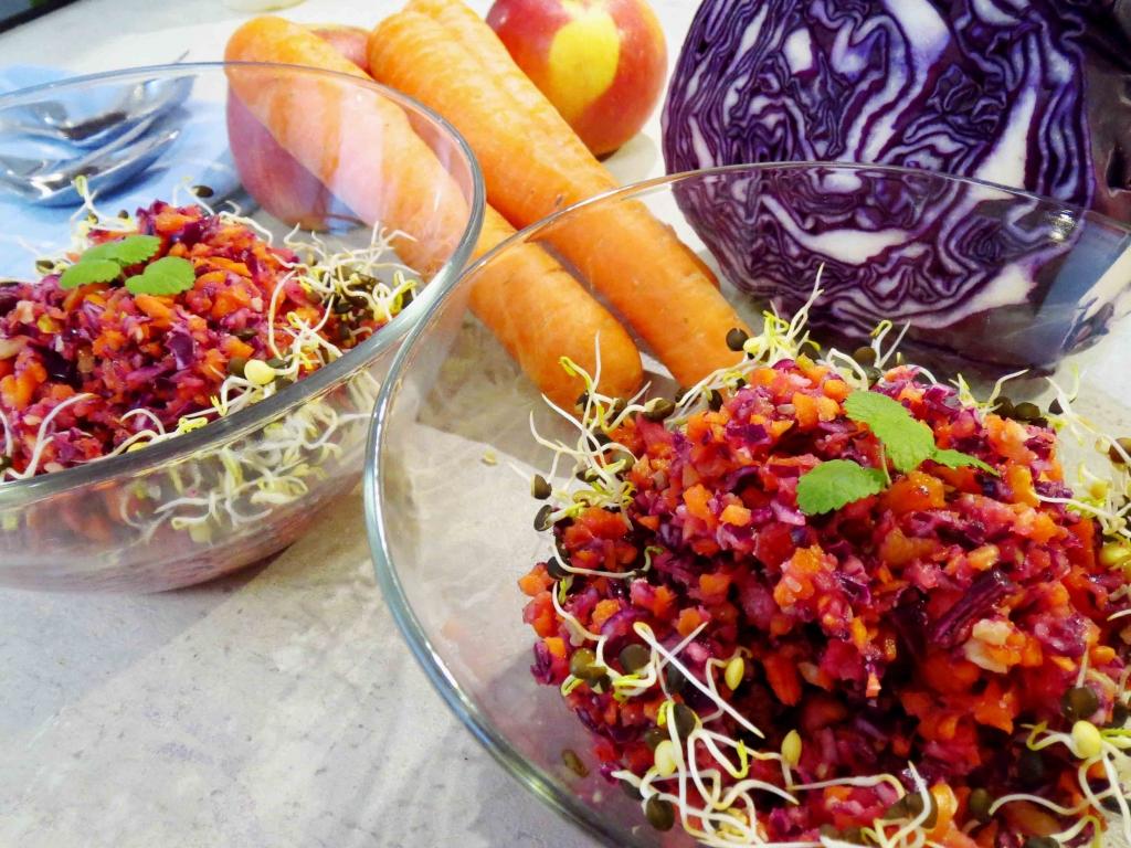 Rohkost-Salat aus Obst und Gemüse: gesund und lecker!