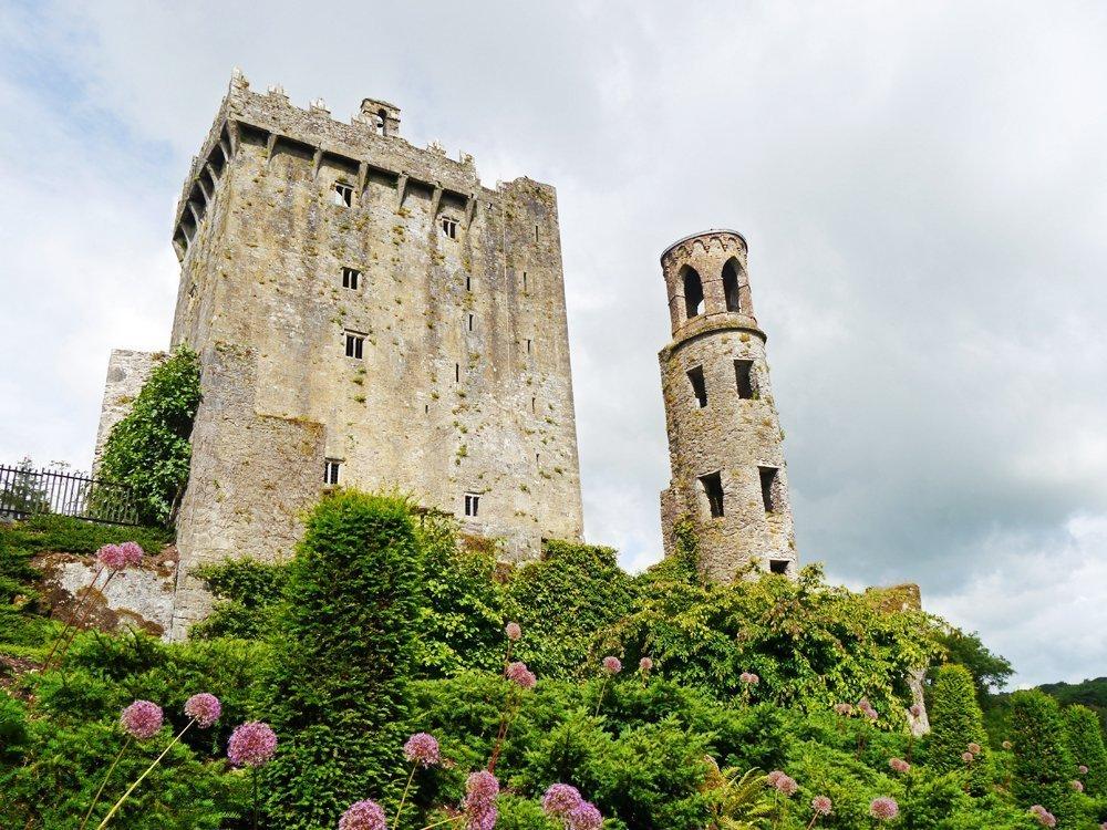 Malerisches Schloss und romantischer Park im Süden von Irland: Blarney Castle
