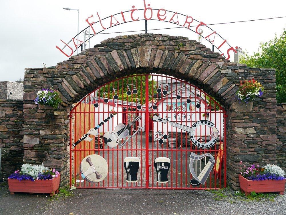 Überall Musik auf der grünen Insel Irland: Pub in Dingle