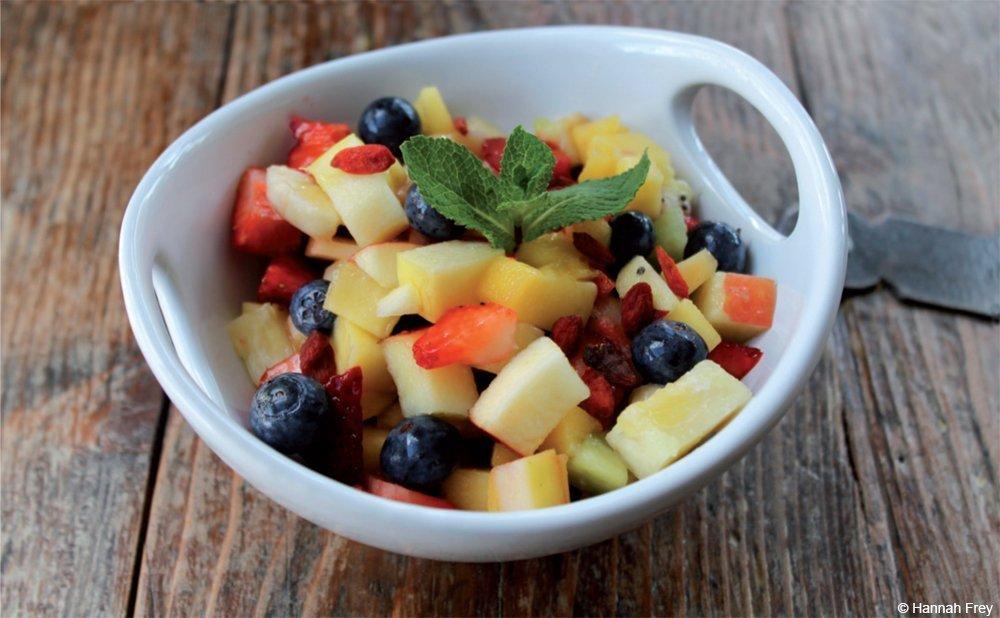 Rezept-Tipp der Woche: Superfruits-Salat mit Heidelbeeren, Apfel, Ananas und vielen weiteren leckeren Früchten