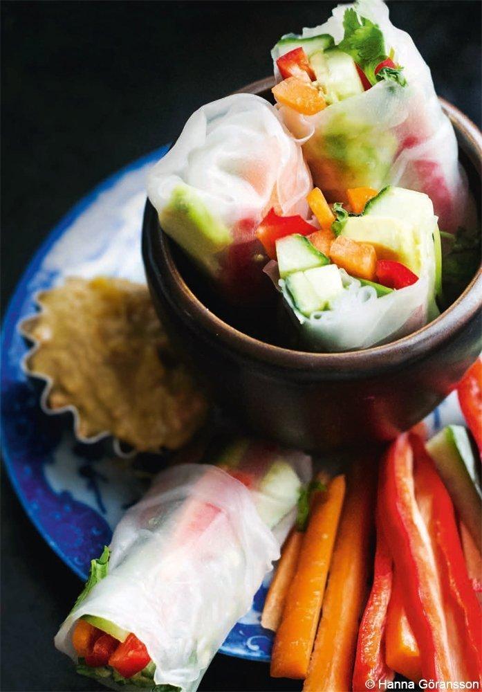 Frühlingsrollen mit Gemüse und Mangodip
