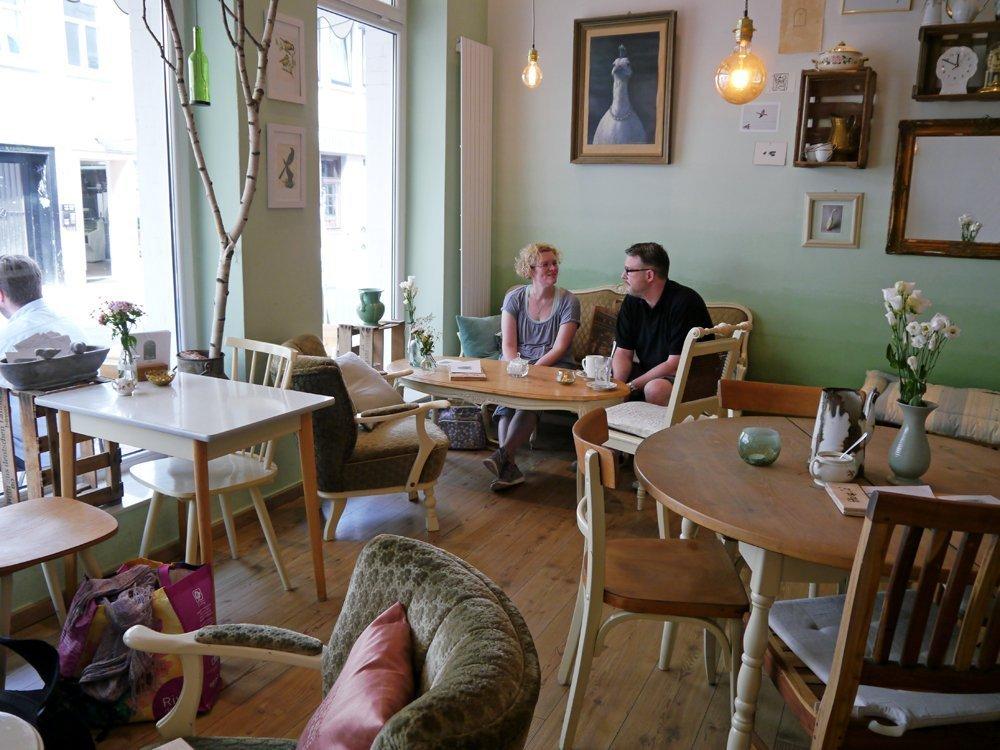 Kaffeepause mit Wohnzimmer-Charme: Café Birds, Nikolaistraße 8, 37073 Göttingen