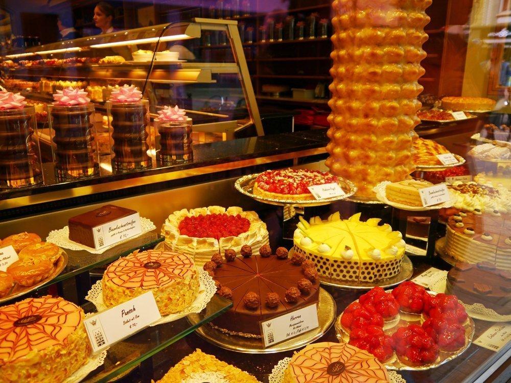 Im Tortenparadies: Schaufenster von Cron & Lanz