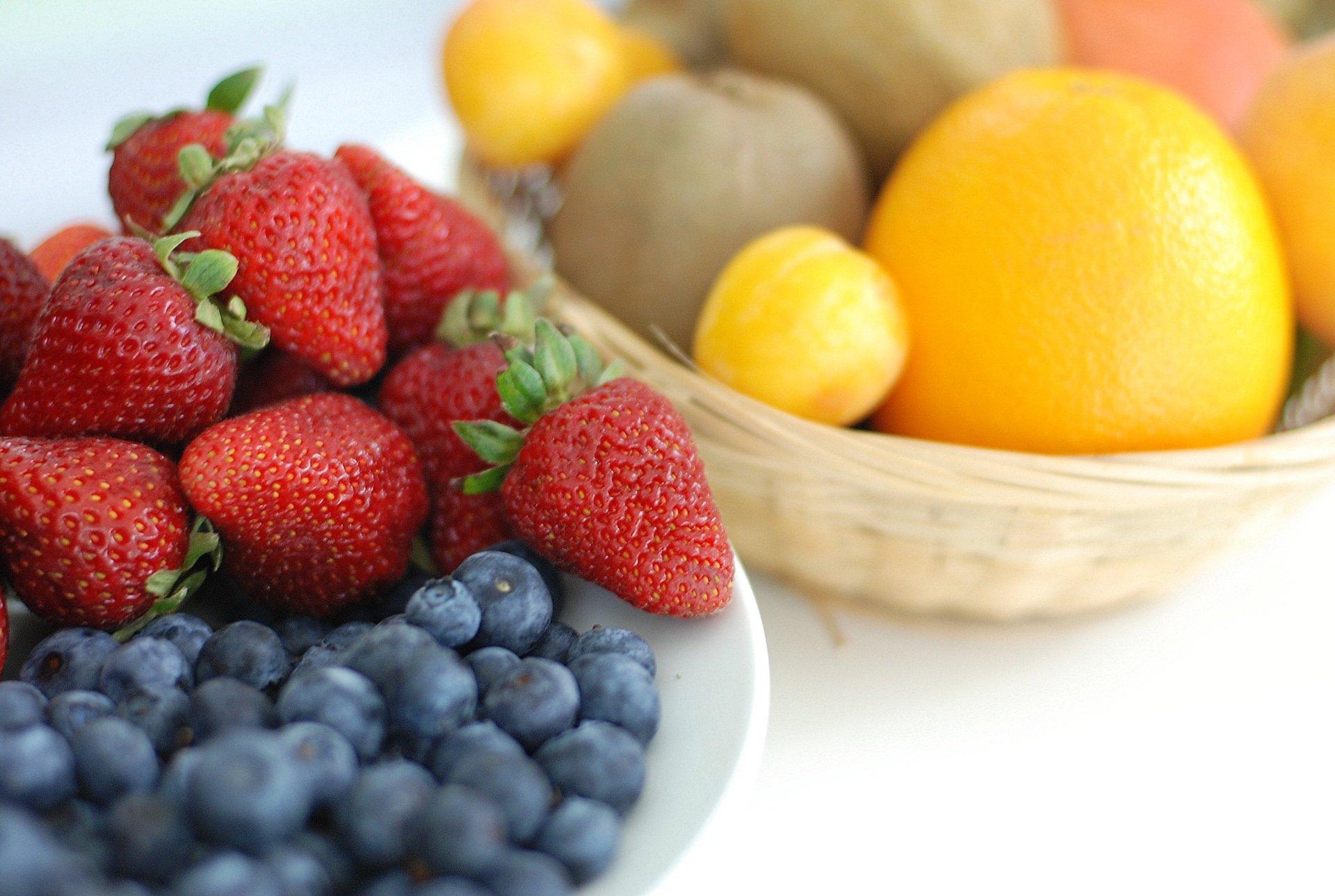 Fester Bestandteil einer gesunden Ernährung und leckere Zutat für Smoothies: Frisches Obst und Gemüse