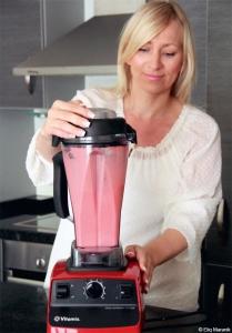 Eliq empfiehlt einen leistungsstarken Standmixer zur Zubereitung köstlicher frischer Smoothies.