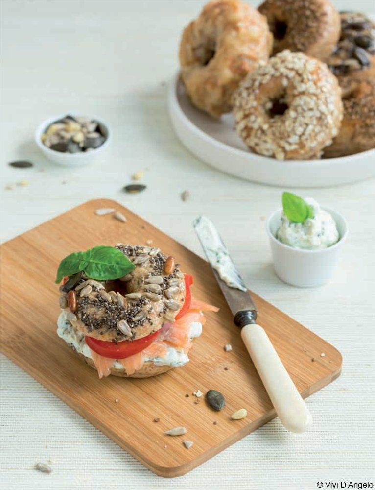 Vollkorn-Bagels mit Kräuter-Frischkäse- Aufstrich