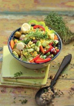Ibiza-Bowl mit Palmherzen und Oliven